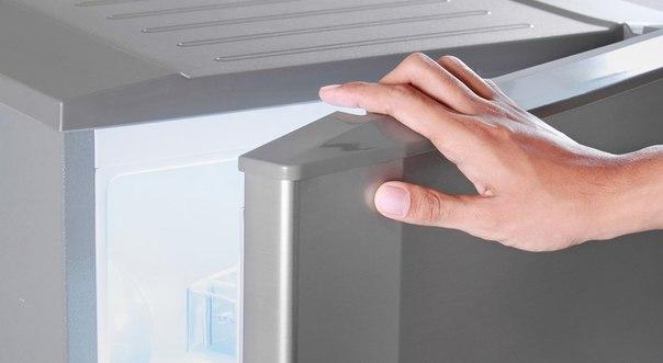 Не закрывается дверь холодильника, что делать?