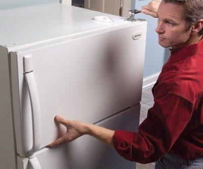 Как перевесить дверь холодильника на другую сторону?