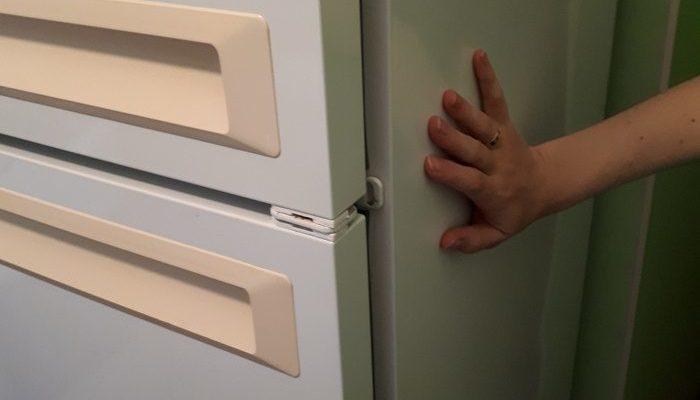 Холодильник греется по бокам
