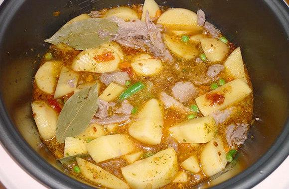 Тушёная картошка с мясом