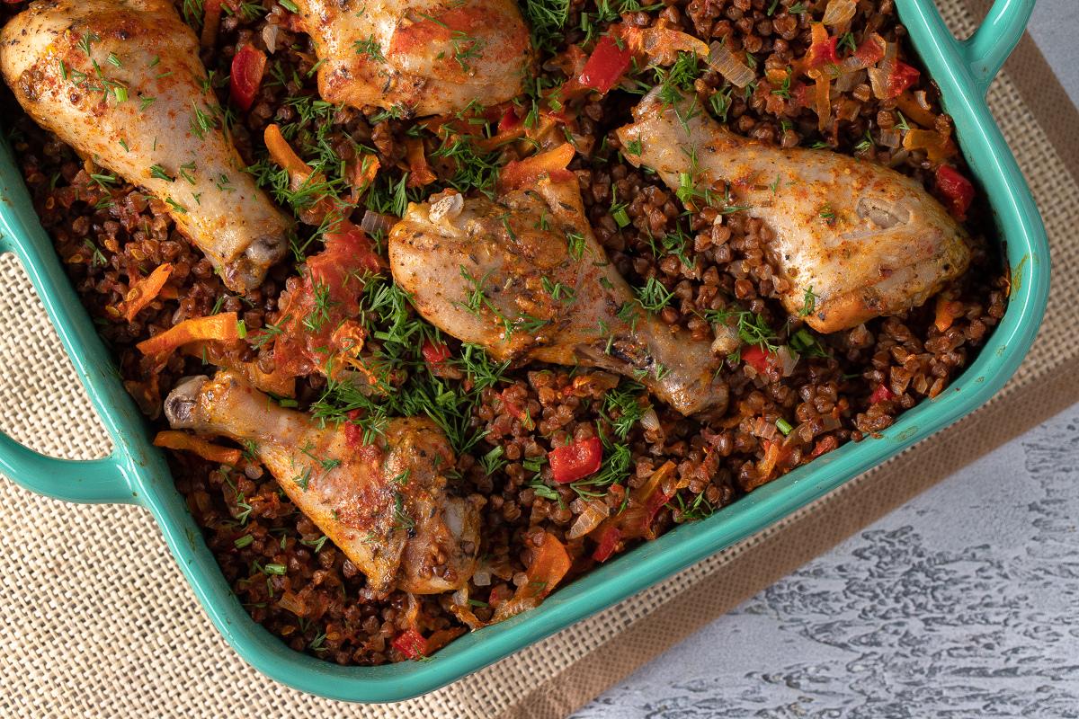 Гречка с овощами и куриными голенями