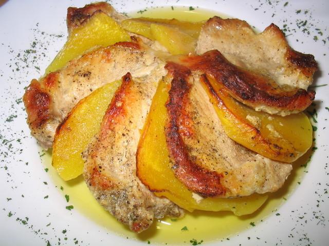 Запечённая свинина с манго